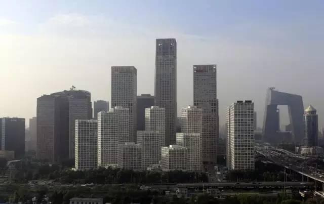 """中国经济上半年增长6.7%平稳收官 """"无近忧却有远虑"""""""