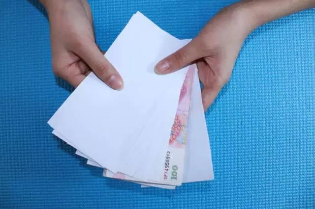 钱正在变成纸,负利率时代,贫穷正在逐步逼近我们每个工薪族
